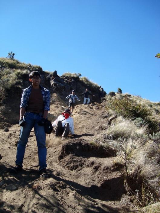 Meluncur Turun dari Puncak Gunung Merbabu