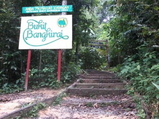 memasuki Wisata Alam Bukit Bangkirai