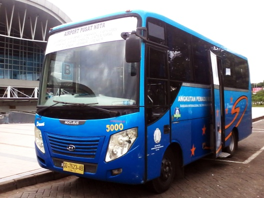 Bus Damri Bandara