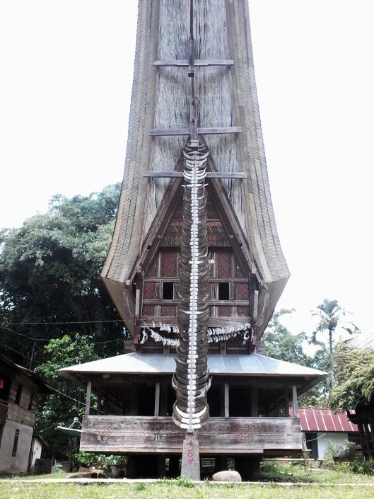 'Tanduk kerbau di Tongkonan kampung Sa'dan