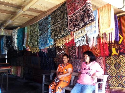 Kain tenun tradisional Toraja di kampung Sa'dan