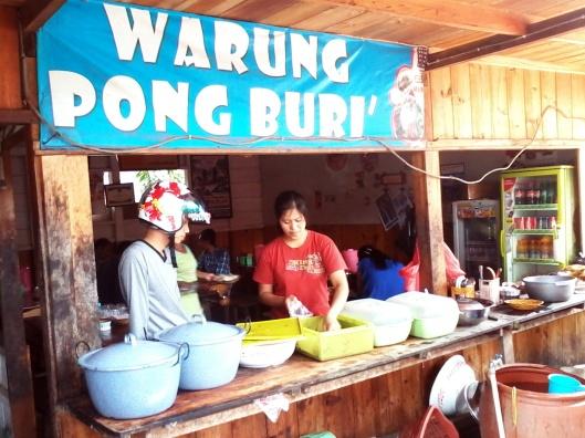 Warung Pong Buri depan SMA 1 Rantepao yang menjual menu Pa'piongWarung Pong Buri depan SMA 1 Rantepao yang menjual menu Pa'piong
